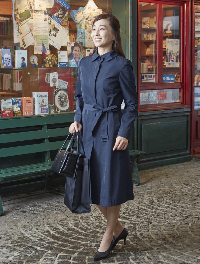 濃紺のコートが便利