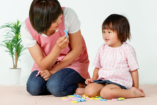 英語の幼児教育は必要?メリット・デメリットと学習時のポイント
