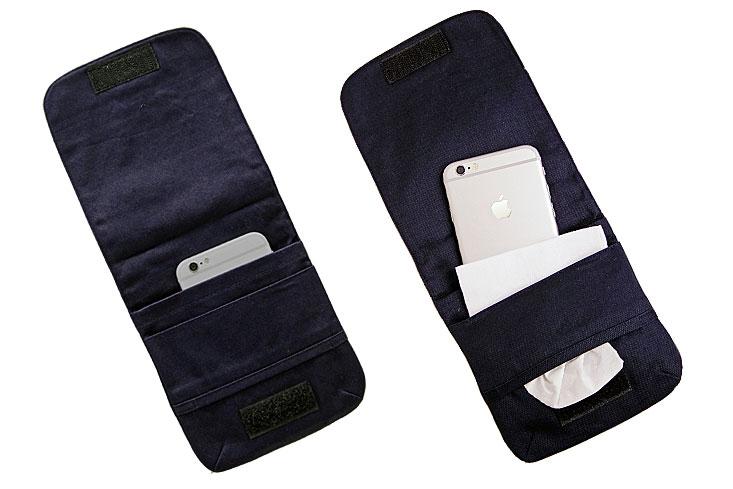 スマートフォン、ハンカチ、小物をまとめて入れることもできます